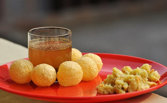 Food-10 iconic Maharashtrian snacks